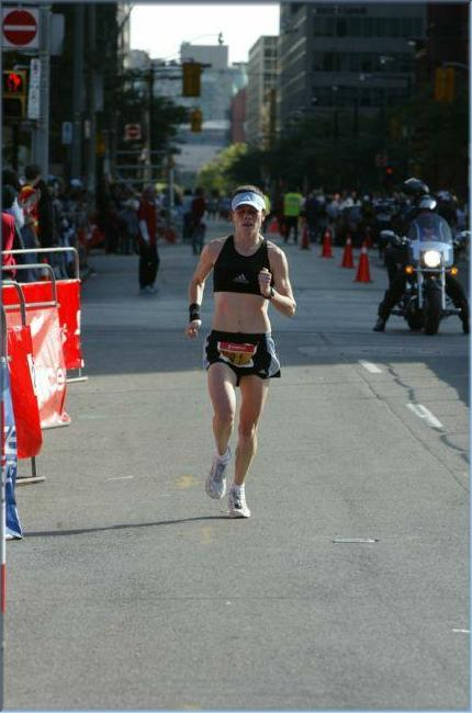 Nicole Stevenson at the Toronto Marathon 2003