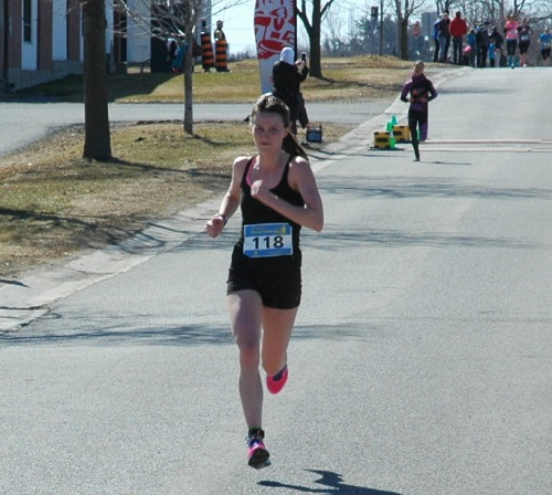 Lindsay Kary enroute to a 17:57.9 second place finish in Emilie's Run